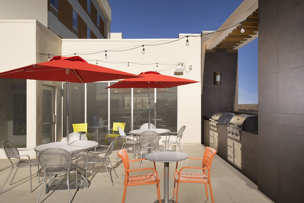 BBQ/Picnic Area, Home2 Suites by Hilton Denver International Airport