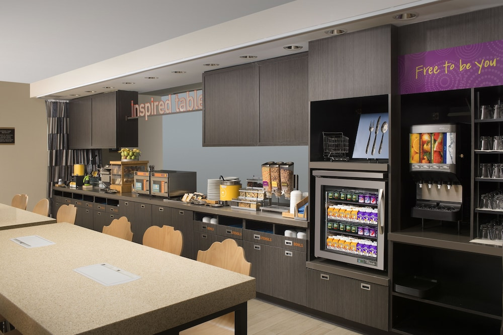 Breakfast Area, Home2 Suites by Hilton Denver International Airport