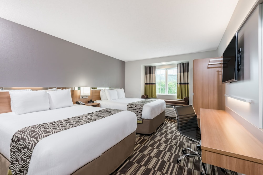 Room, Microtel Inn & Suites By Wyndham New Martinsville