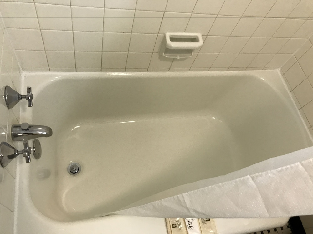Deep Soaking Bathtub, Old Kentucky Home Motel
