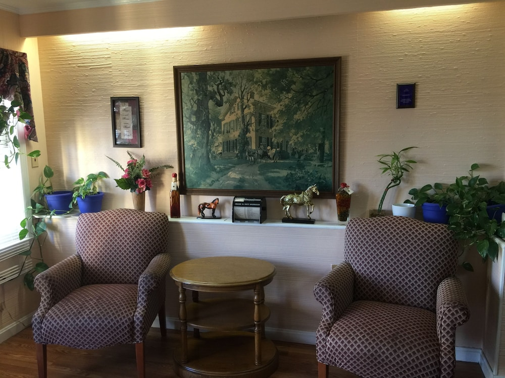 Lobby Sitting Area, Old Kentucky Home Motel