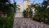 15 Coco Plum Beach access by RedAwning - Marathon Hotels