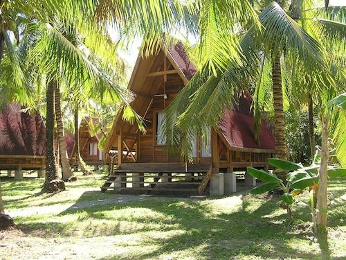 Kelambu Beach Resort