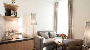 Hochwertige Bettwaren, Daunenbettdecken, Pillowtop-Betten, Minibar