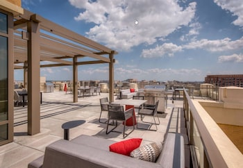 Global Luxury Suites at South Arlington