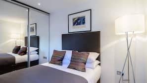 1 slaapkamer, een kluis op de kamer, een strijkplank/strijkijzer