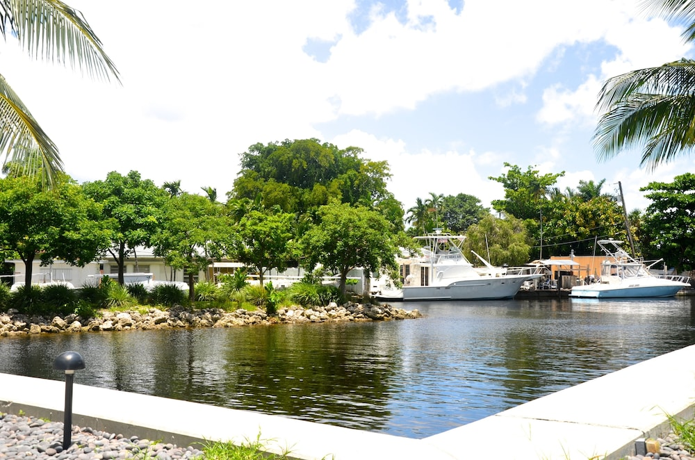 Riviera Luxury Living at River Oaks Marina and Tower in Miami ...