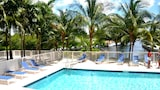 Riviera Luxury Living at River Oaks Marina and Tower - Miami Hotels