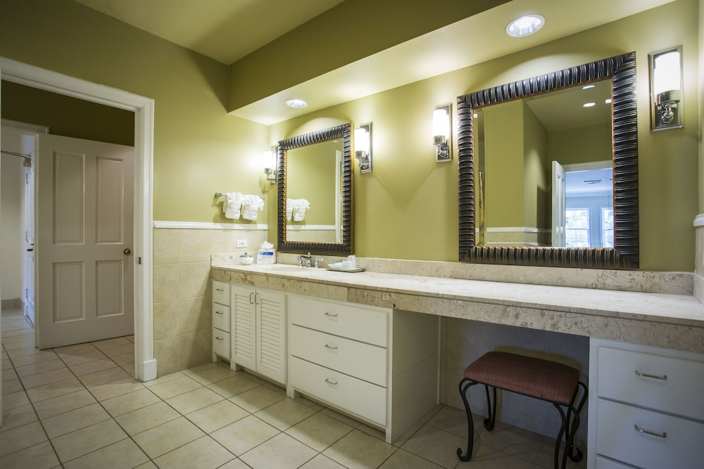 Bathroom, Tampa Palms Golf and Country Club
