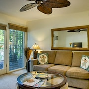 Aina Nalu Ground Floor Condo in Lahaina E102 by RedAwning