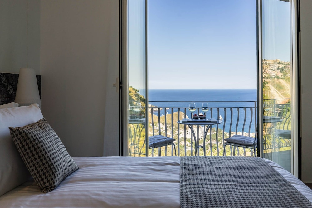 Sciccosa guest house reviews photos rates for Guest house on the mount reviews