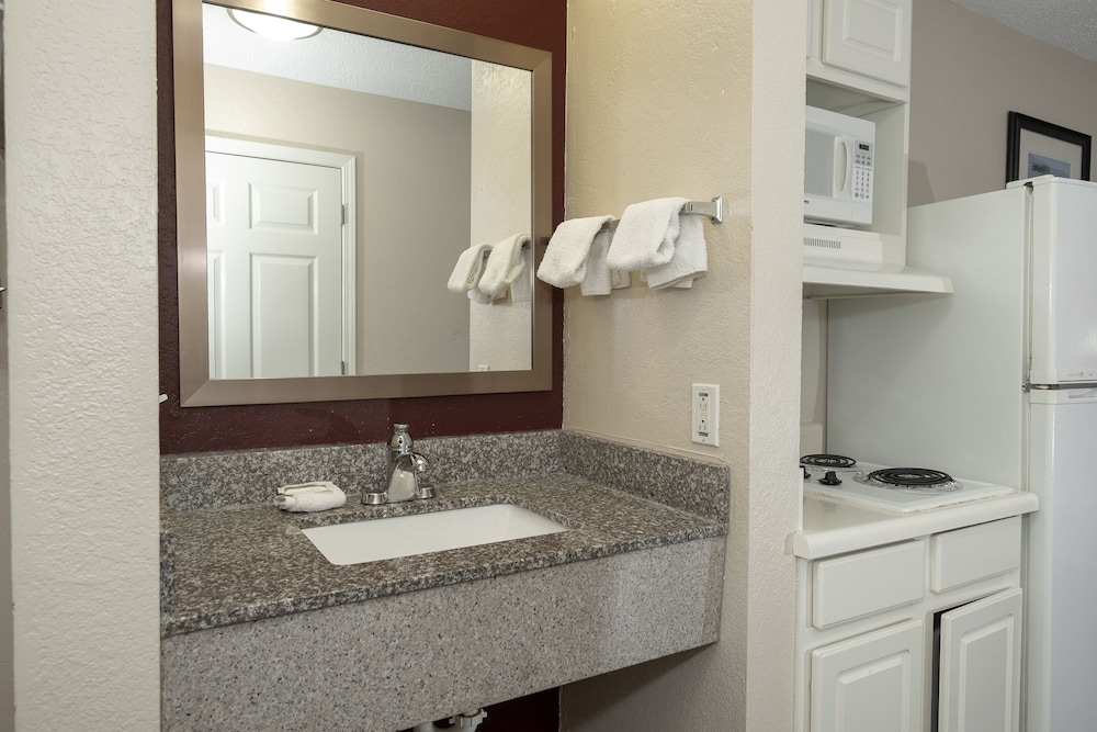 Room Amenity, Red Roof Inn & Suites Pensacola - NAS Corry