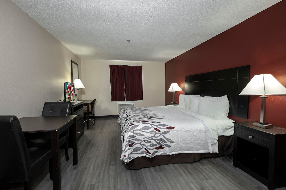 Room, Red Roof Inn & Suites Pensacola - NAS Corry