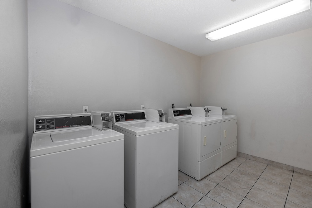 Laundry Room, Red Roof Inn & Suites Pensacola - NAS Corry