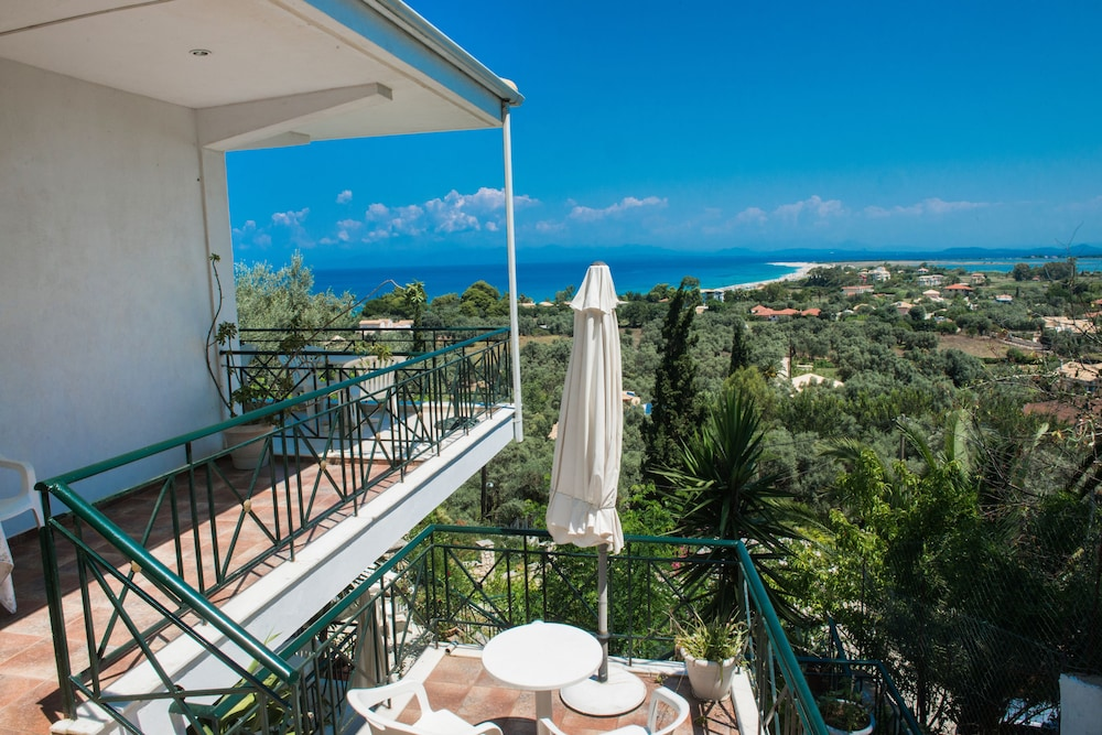 Bella casa studios deals reviews lefkada greece wotif for Bella casa d artigiano