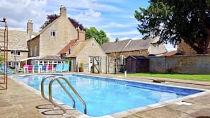 Seasonal outdoor pool, open 7:00 AM to 9:00 AM, pool loungers