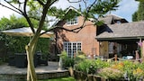 The Coachmans Cottage - Sale Hotels