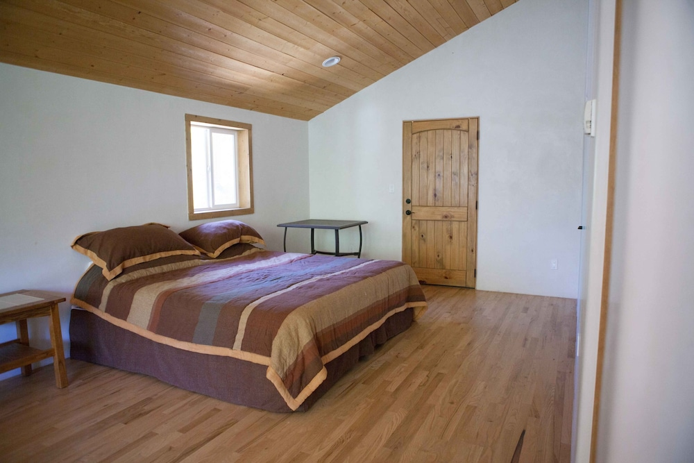 Book shady brook inn and resort taos hotel deals street view featured image guestroom solutioingenieria Images