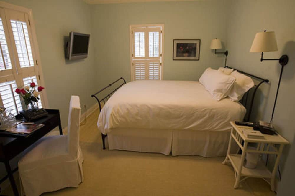 Room, Old Towne Carmel Bed and Breakfast