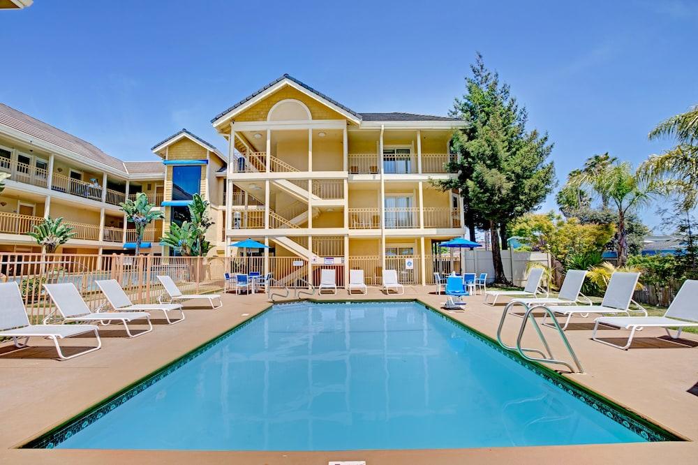 Star Hotels Near Santa Cruz
