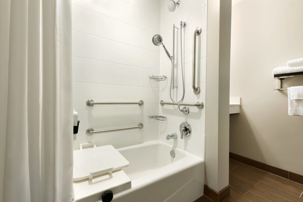 Bathroom, TownePlace Suites Pittsburgh Airport/Robinson Township