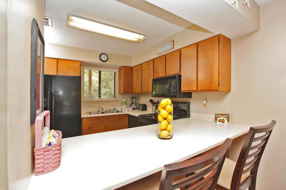 Private Kitchen, Portside Resort by Panhandle Getaways