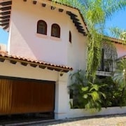Casa Ave del Paraiso 5 Br home by RedAwning