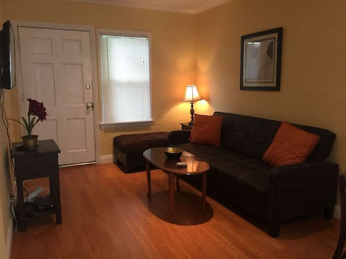 Nice 2 Bedroom in Burbank