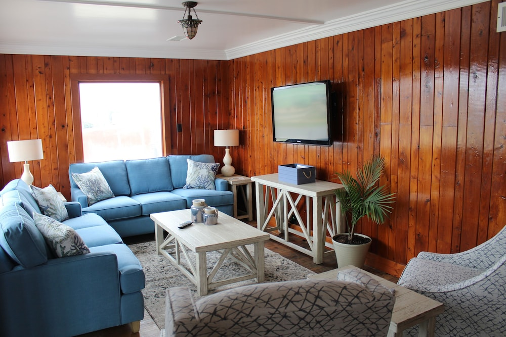 Nags Head Beach Inn By Kees Vacations 2 0 Out Of 5 Porch Featured Image Lobby