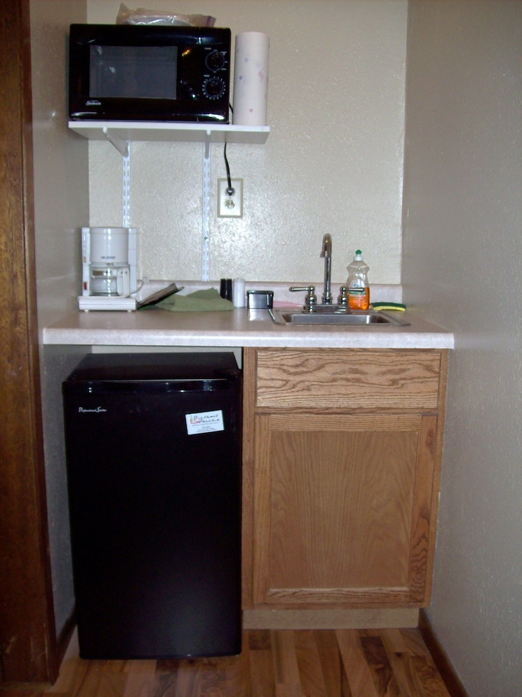 Private Kitchenette, Canyon Lake Resort