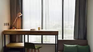 書桌、隔音、免費 Wi-Fi、床單
