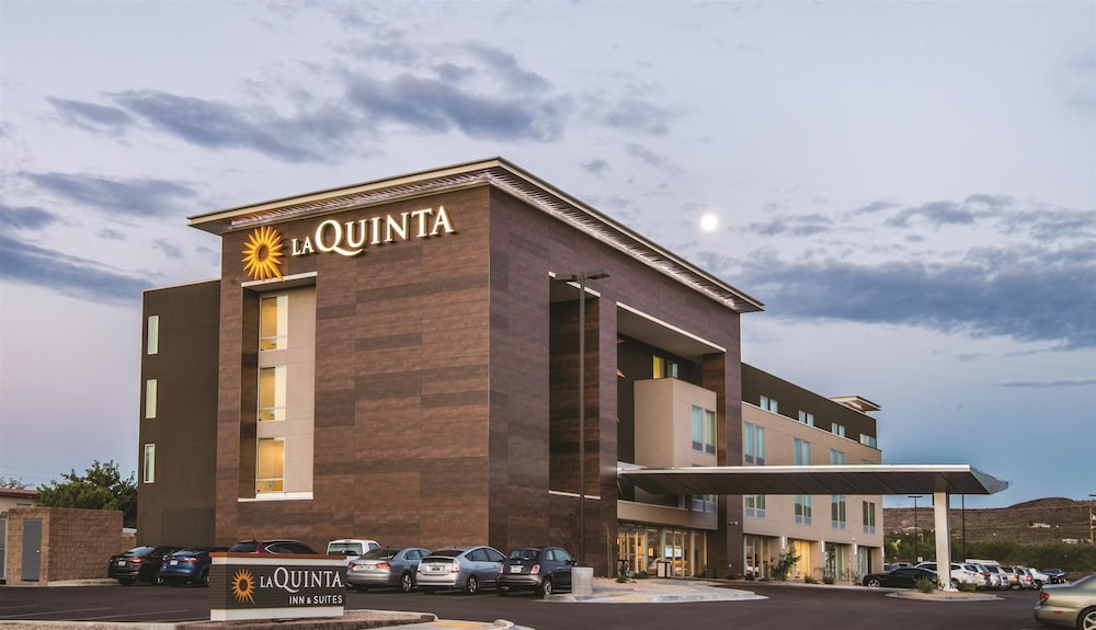 La Quinta Hotel Suites