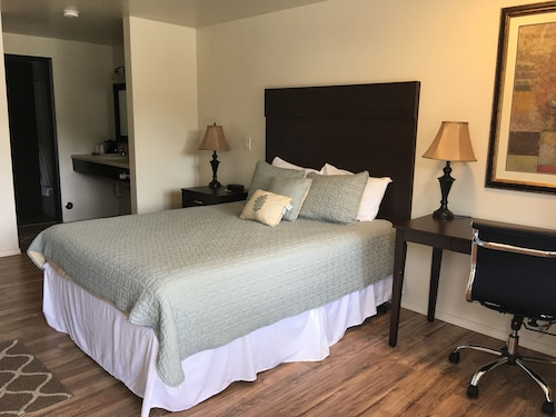 Check Expedia for Availability of White Pine Motel