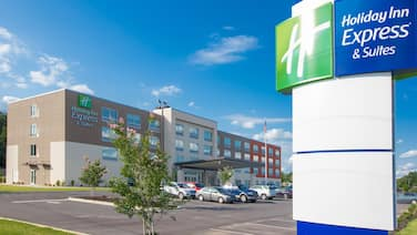 Holiday Inn Express & Suites Greenwood Mall, an IHG Hotel