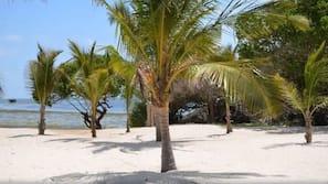 Privatstrand, weißer Sandstrand, Motorbootfahrt