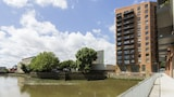 Bow Riverside Apartments - London Hotels