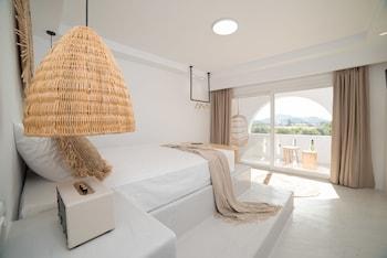 Iphimedeia Apartments & Suites