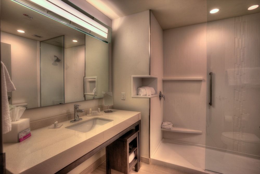 Bathroom, Courtyard by Marriott Pigeon Forge