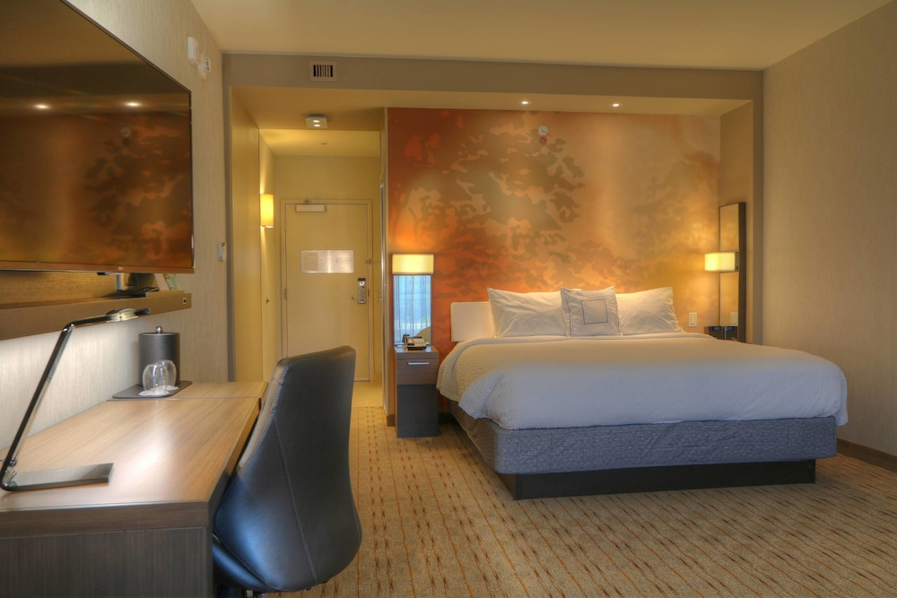 Room, Courtyard by Marriott Pigeon Forge