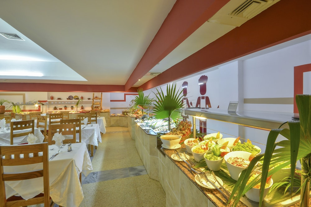 Buffet, Be Live Experience Las Morlas All Inclusive