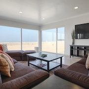 MDR Ocean 4 Br condo by RedAwning