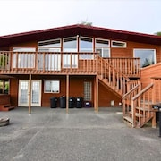 Clam Beach 3 Br home by RedAwning