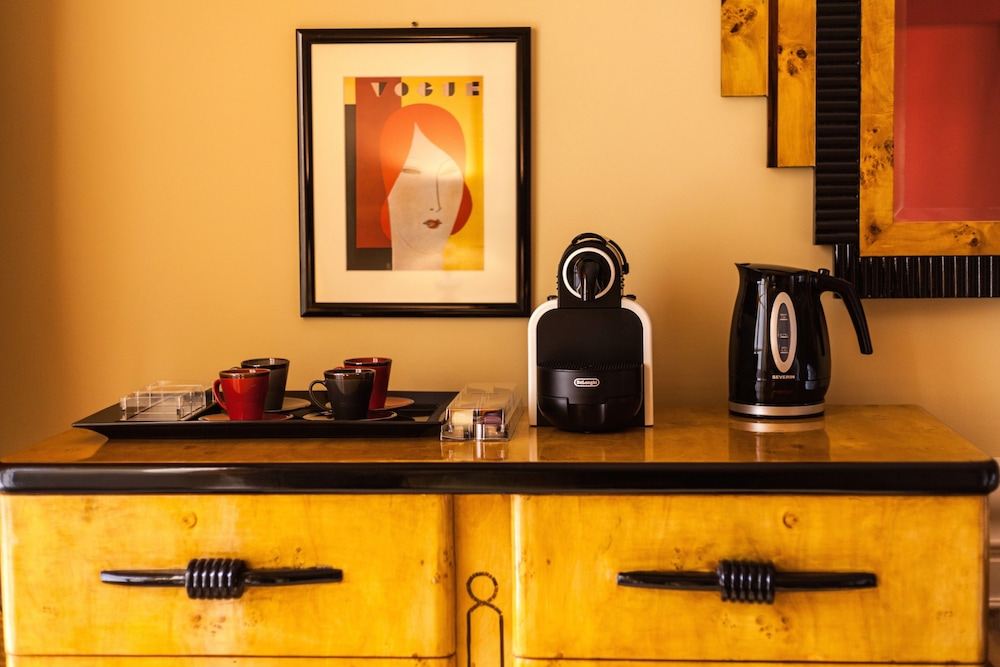 Coffee and/or Coffee Maker, La Maison du Sage