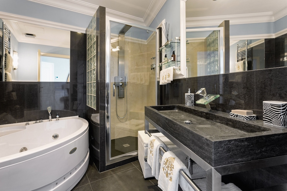 Bathroom, La Maison du Sage