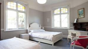 Premium bedding, desk, iron/ironing board, free WiFi