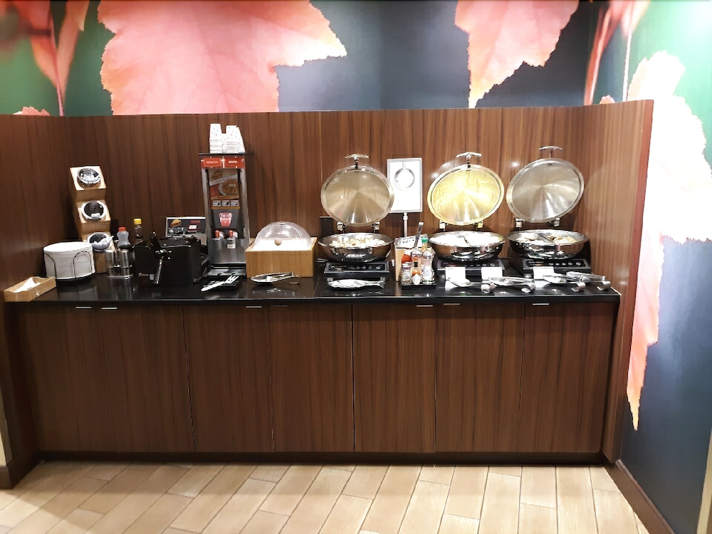 Breakfast buffet, Fairfield Inn & Suites Alexandria
