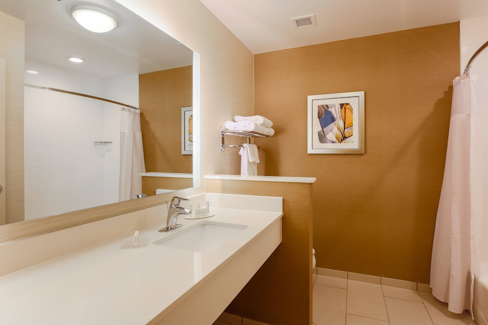Bathroom, Fairfield Inn & Suites Alexandria