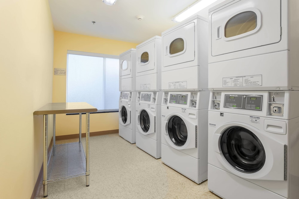 Laundry Room, Fairfield Inn & Suites Alexandria