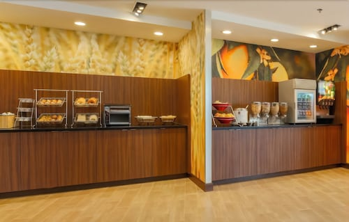 Breakfast Area, Fairfield Inn & Suites Alexandria