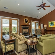 Sunset Vineyard 5 Br home by RedAwning